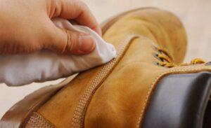 Cara Mencuci Sepatu Kulit Dengan Aman